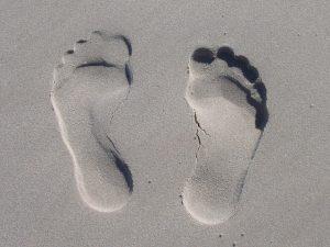 砂浜 足跡