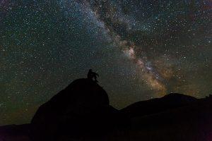 夜空に浮かぶ天の川の画像